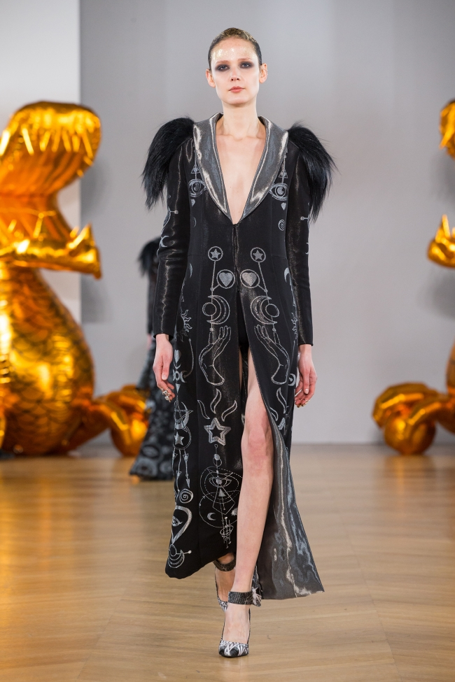 onauratoutvu, fashion, Haute Couture, Yassen Samouilov,Livia Stoianova, accessories, robe, veste, pfw, parisfashionweek, art, Paris Haute Couture Fashion Week, mode, woman models, men,boys, spring summer 2019,ss19, celebritystyle